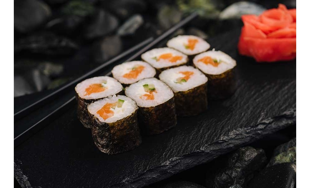Норимаки с лососем и сыром